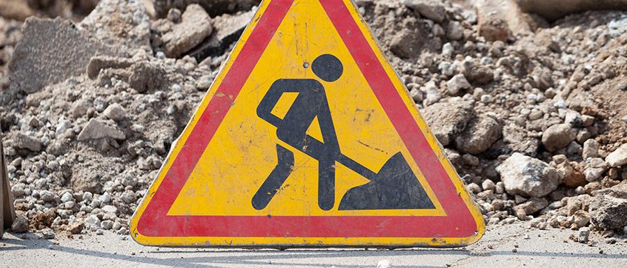 Vilka faror finns när man utför arbete nära väg?